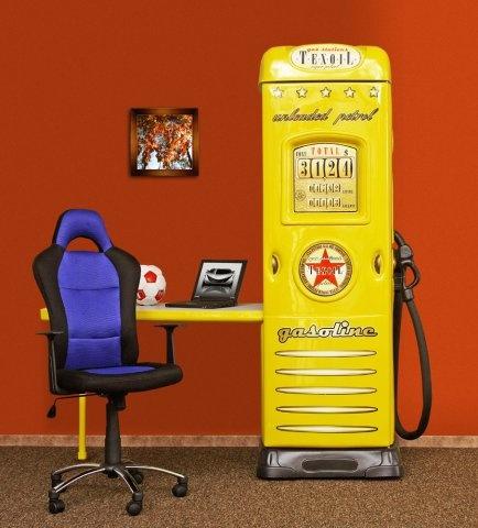 Schrank mit schreibtisch tankstelle kleiderschrank for Schreibtisch yellow